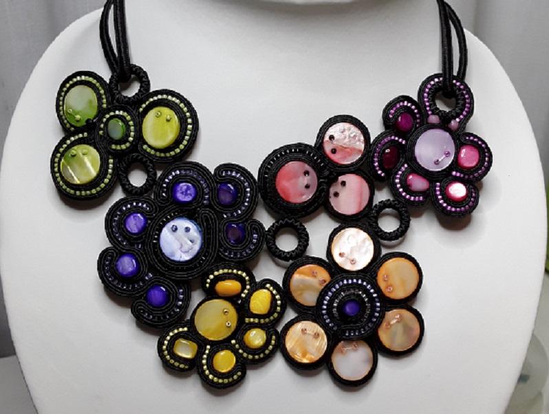 Collar soutache negro nácar naranja, amarillo, rosa, verde, rojo y morado