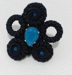Anillo XL soutache negro y cristal azul