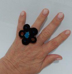 Anillo XL soutache negro y cristal azul 163.1